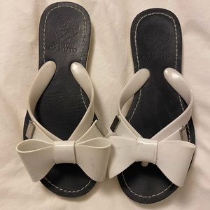 Vince Camuto Leather and rubber bow flip flops